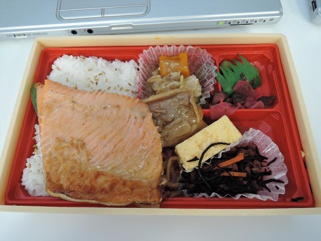 鮭ハラミ弁当3_R.jpg